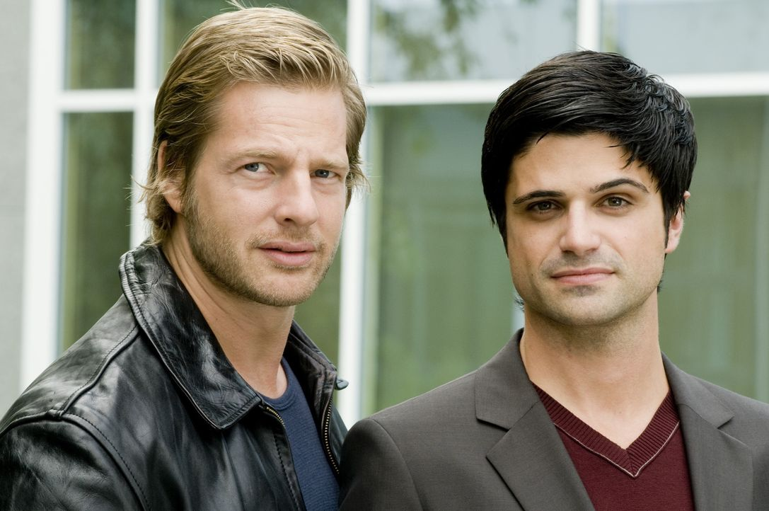 (1. Staffel) - Ein ungleiches Paar: Mick Brisgau (Henning Baum, l.) und Andreas Kringge (Maximilian Grill, r.) ... - Bildquelle: Martin Rottenkolber SAT.1