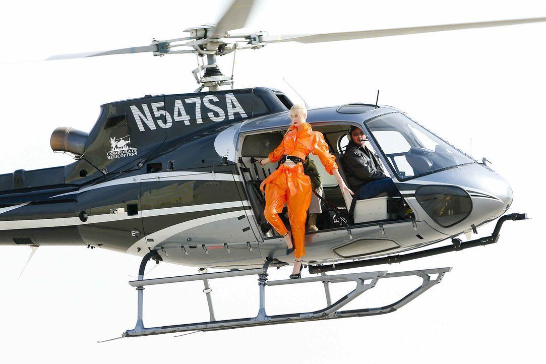 GNTM-Stf10-Epi06-Helikopter-Shooting-79-Daniela-ProSieben-Richard-Huebner - Bildquelle: ProSieben/Richard Huebner