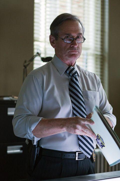 Detektive Pike (Alan Ackles) und seine Kollegen stehen vor einem Rätsel, als unschuldigen Menschen die Herzen herausgerissen werden ... - Bildquelle: Warner Bros. Television