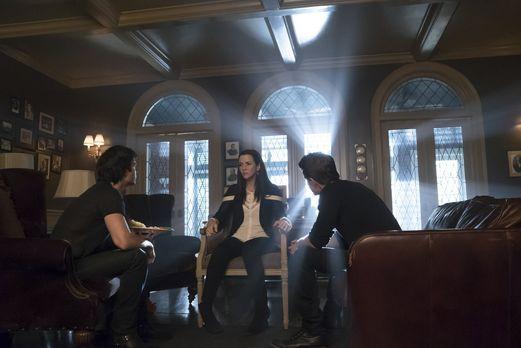 Vampire Diaries - Ein Familientreffen zwischen Lily (Annie Wersching, M.), Da...