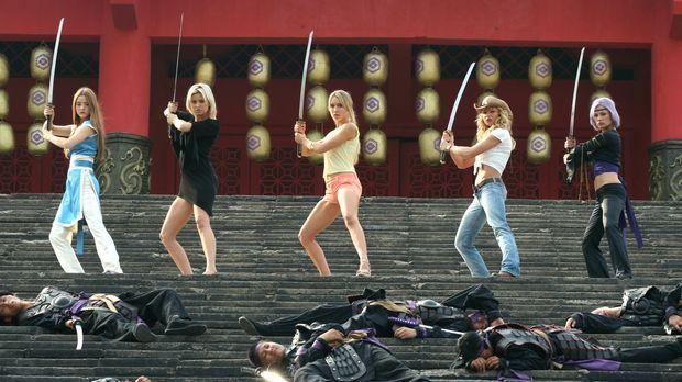 Tina (Jaime Pressly, 2.v.r.), Christie (Holly Valance, 2.v.l.), Kasumi (Devon...