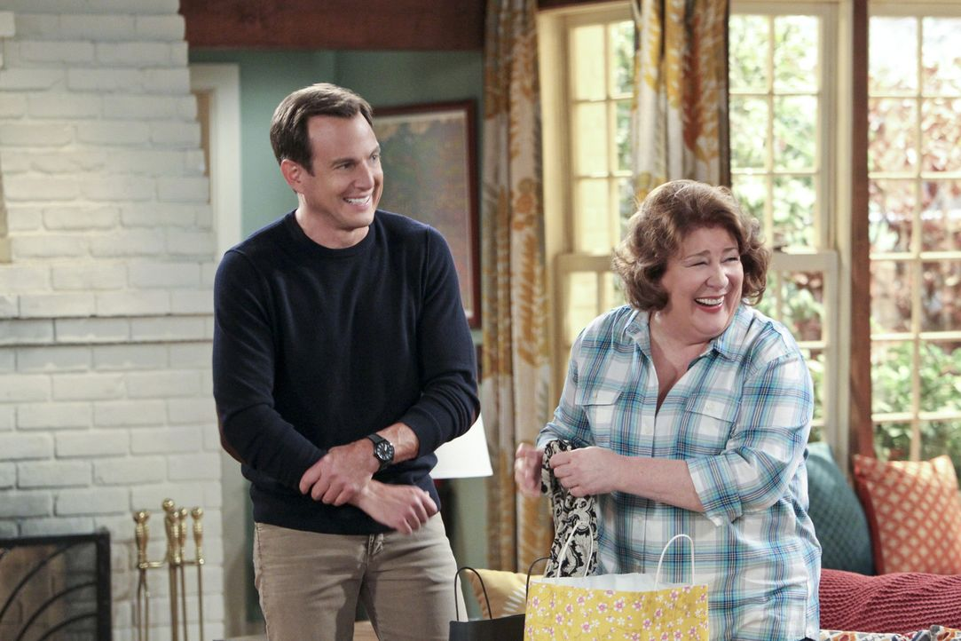 Über das Internet lernt Carol (Margo Martindale, r.) einen attraktiven Mann kennen. Nun will Nathan (Will Arnett, l.) seiner Mutter ein paar gute Ti... - Bildquelle: 2013 CBS Broadcasting, Inc. All Rights Reserved.