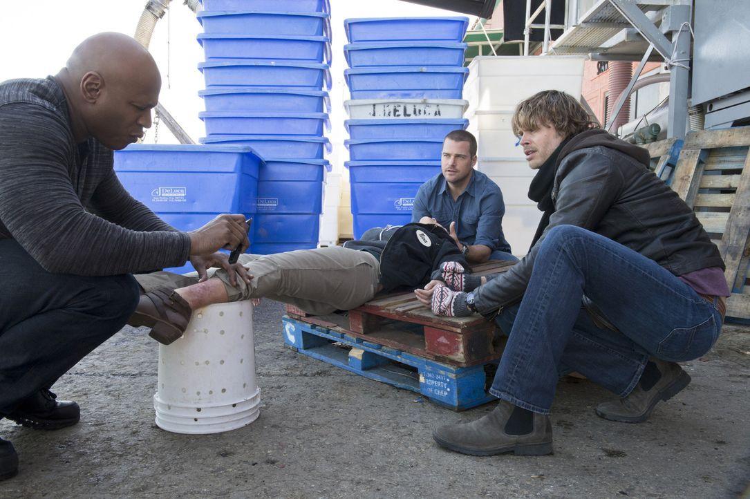 Ein neuer Fall beschäftigt Sam (LL Cool J, l.), Callen (Chris O'Donnell, M.) und Deeks (Eric Christian Olsen, r.) ... - Bildquelle: CBS Studios Inc. All Rights Reserved.