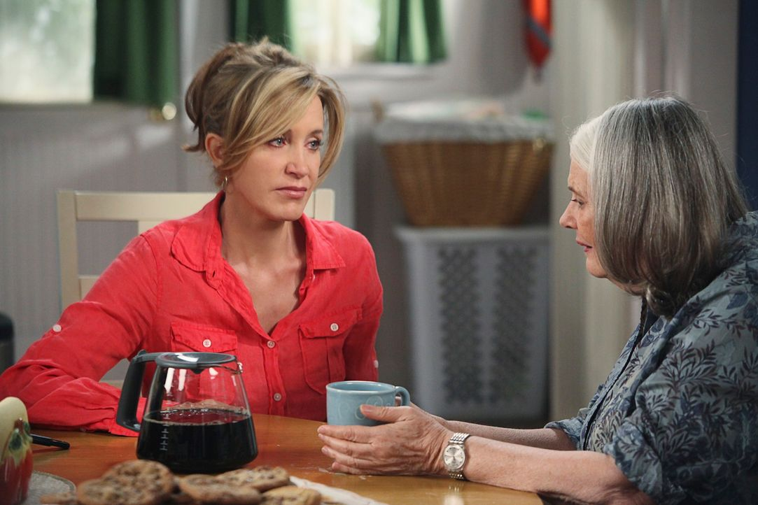 Susans Job steht auf der Kippe, als sie einen wichtigen Kunden verärgert und damit die Wut ihrer Chefin Maxine auf sich zieht, während Lynette (Feli... - Bildquelle: ABC Studios