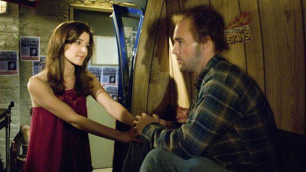 Als plötzlich Simon (James Van der Beek, r.), Robins (Cobie Smulders, l.) Jug...