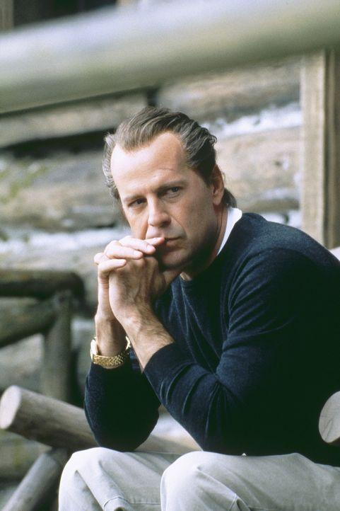 Um potentiellen Gefahrenquellen wie Alarmanlagen, Kunden und Angestellte aus dem Weg zu gehen, besuchen Joe (Bruce Willis) und Terry jeweils am Aben... - Bildquelle: Metro-Goldwyn-Mayer