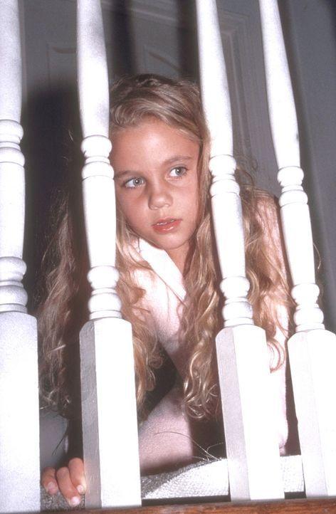 Mitten in der Nacht steigen perverse Gangster in ihr Elternhaus ein. Nur die kleine Mary (Cory Anne Sennett) und ihre Schwester können vor ihnen fl... - Bildquelle: New City Releasing