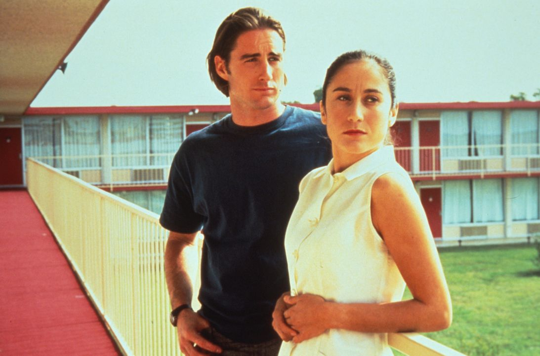 Anthony (Luke Wilson, l.) verliebt sich in das Zimmermädchen Inez (Lumi Cavazos, r.). Doch das bringt neue Probleme ... - Bildquelle: Columbia Pictures
