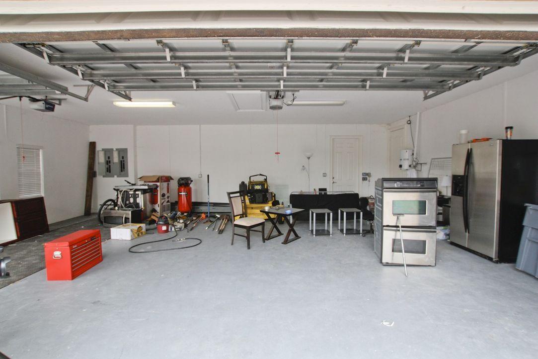 Dieses Mal konzentrieren sich Vanilla Ice und die Jungs auf den wohl liebsten Hausbereich für Männer: Die Garage. - Bildquelle: 2012, DIY Network/Scripps Networks, LLC.  All Rights Reserved