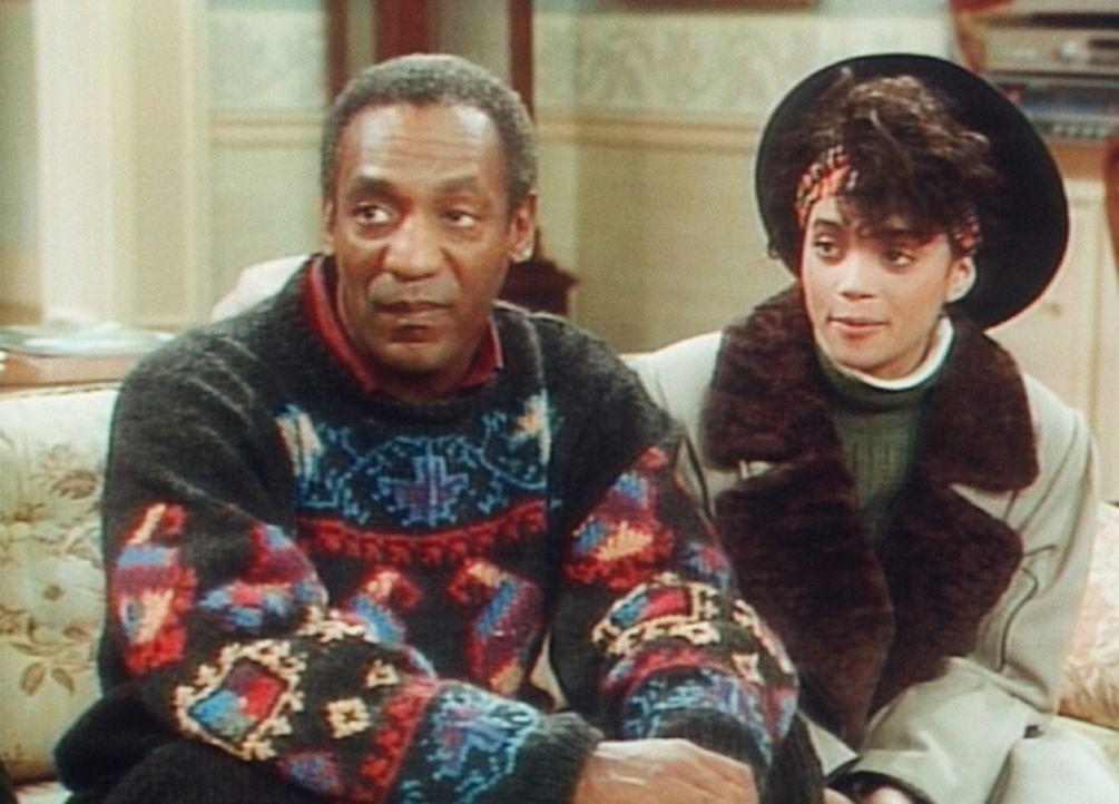 Cliff (Bill Cosby, l.) und Denise (Lisa Bonet, r.) hören mit ungläubigem Staunen, welchen Erfolg Vanessa bei den Jungen hat. - Bildquelle: Viacom
