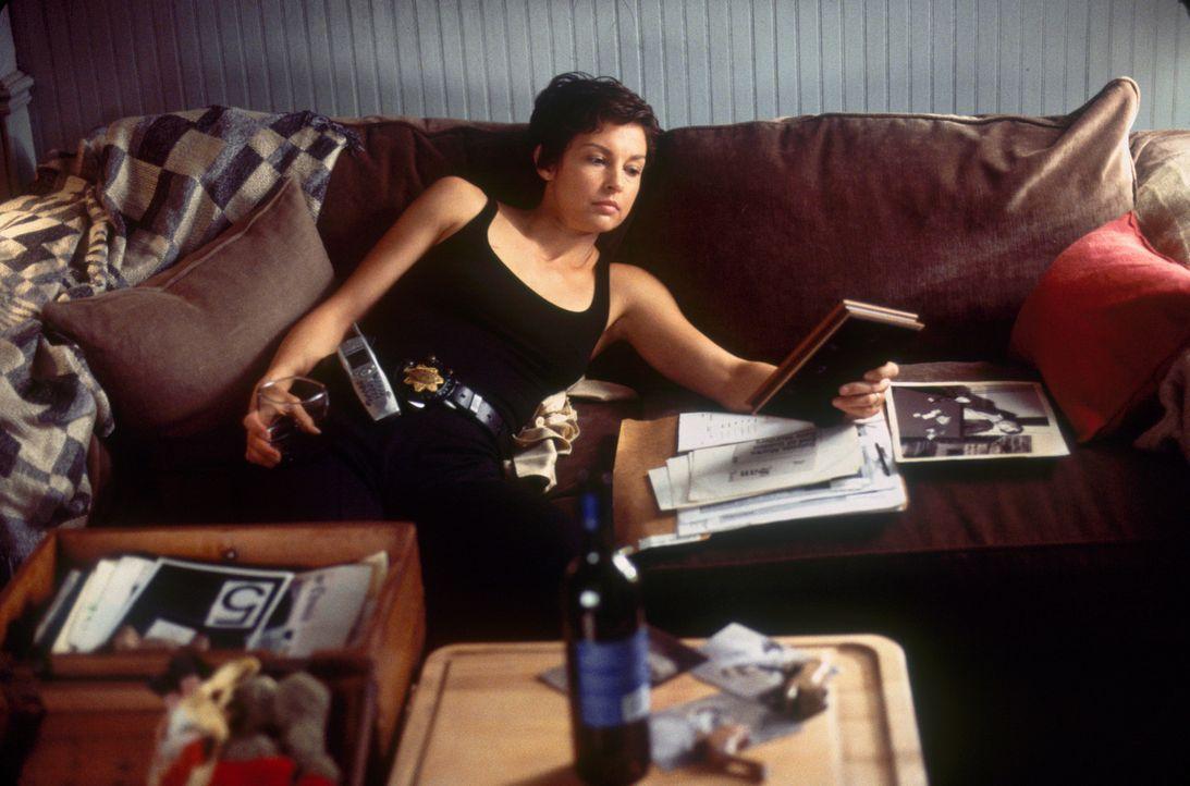 Jessicas (Ashley Judd) Zustand verschlechtert sich zusehends; sie stürzt sich in nächtliche Affären, verfällt dem Alkohol - und hat Blackouts, n... - Bildquelle: Paramount Pictures