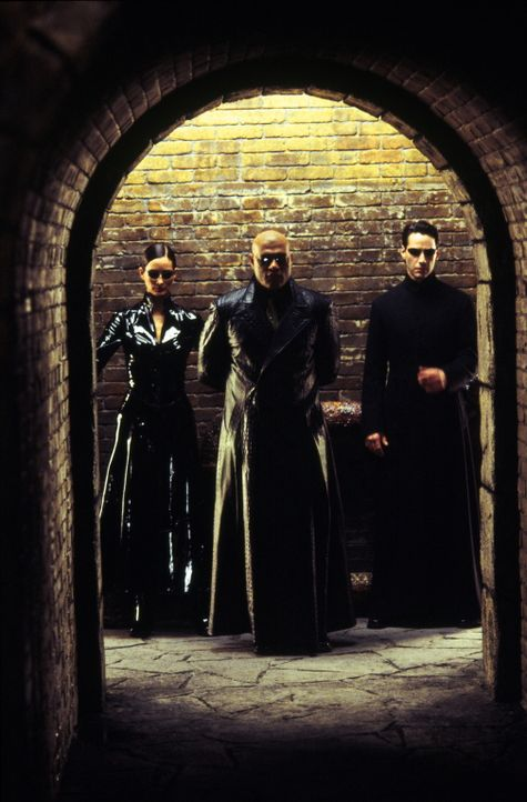 Nehmen den Kampf gegen die Maschinen auf: (v.l.n.r.) Trinity (Carrie-Anne Moss), Morpheus (Laurence Fishburne) und Neo (Keanu Reeves) ... - Bildquelle: Warner Bros.