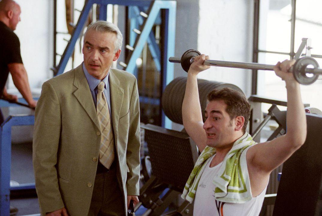 Felix' (Christoph M. Ohrt, l.) neue Mandantin arbeitete in einem Fitness-Studio. Ihr wurde gekündigt, weil sie ein einziges Mal ein T-Shirt mit der... - Bildquelle: Hardy Spitz Sat.1