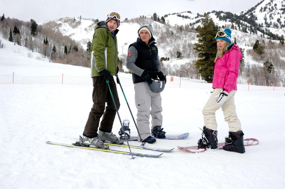 Während Joe (Shawn Ashmore, l.) und Dan (Kevin Zegers, M.) hervorragende Ski- und Snowboardfahrer sind, ist Parker (Emma Bell, r.) eine blutige Anf... - Bildquelle: Fred Hayes Frostbite Features, Inc.