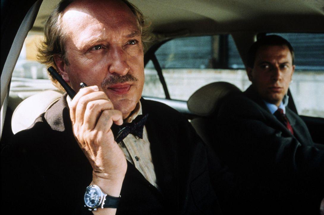 Auf Kommissar Gibert (Bernard Farcy) warten heiße Tage ... - Bildquelle: Tobis Studio Canal