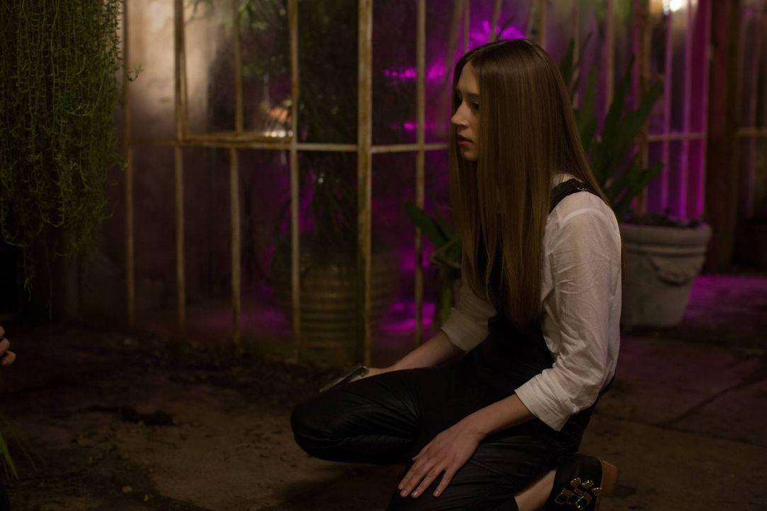 Zoe (Taissa Farmiga) versucht verzweifelt, Kyle wieder zu einem Menschen zu machen, doch Madison funkt ihr plötzlich dazwischen ... - Bildquelle: 2013-2014 Fox and its related entities. All rights reserved.