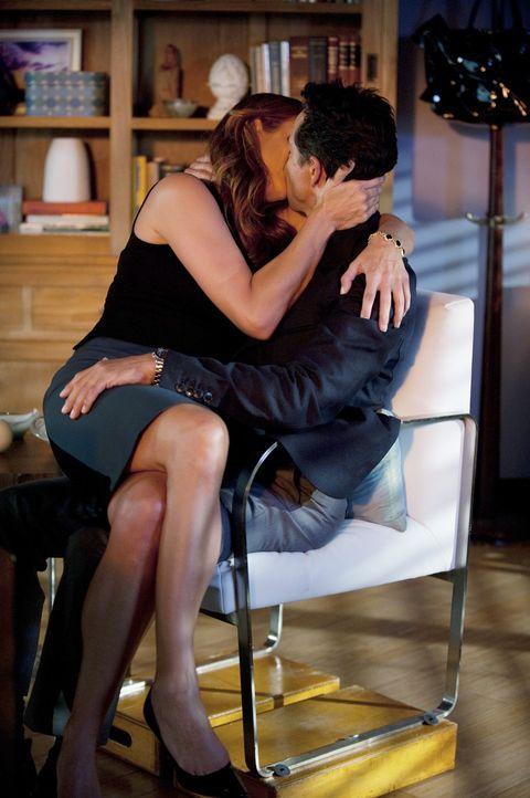 Genießen ihre Zweisamkeit: Addison (Kate Walsh, l.) und Jake (Benjamin Bratt, r.) ... - Bildquelle: ABC Studios