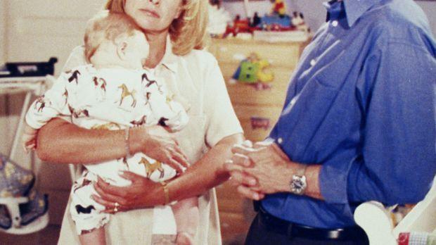 Eric (Stephen Collins, r.) wird von einem jungen Paar gebeten, sie zu trauen....