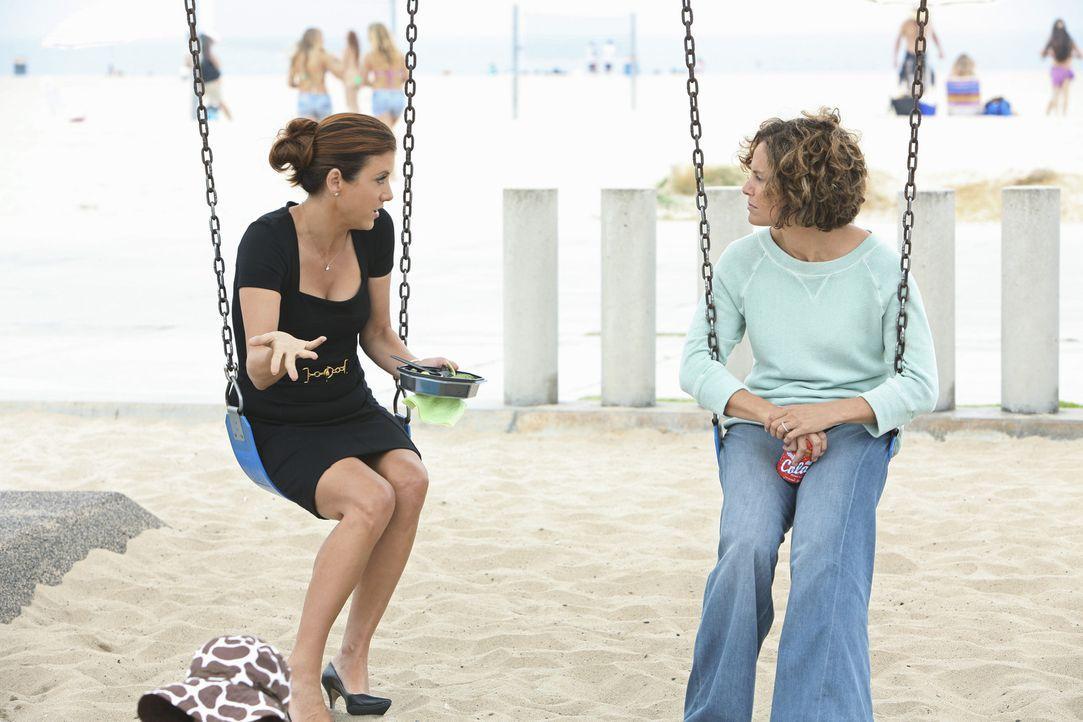 Beschließen Freunde zu werden: Violet (Amy Brenneman, r.) und Addison (Kate Walsh, l.) ... - Bildquelle: ABC Studios