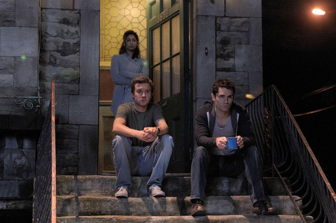 Eine ganz besondere Wohngemeinschaft: Aidan (Sam Witwer, r.), Josh (Sam Huntington, l.) und Sally (Meaghan Rath, hinten) ... - Bildquelle: Phillipe Bosse Syfy Channel