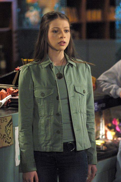 In Racks Unterschlupf trifft Willow auf Dawn (MichelleTrachtenberg) und droht ihr an, sie wieder in pure Energie zu verwandeln. - Bildquelle: TM +   Twentieth Century Fox Film Corporation. All Rights Reserved.