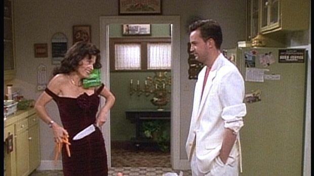 Seit Monica (Courteney Cox, l.) abgenommen hat, findet Chandler (Matthew Perr...