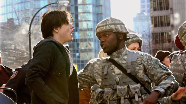 Seltsame Dinge geschehen in der Stadt: Tyler Evans (Logan Huffman, l.) wird v...