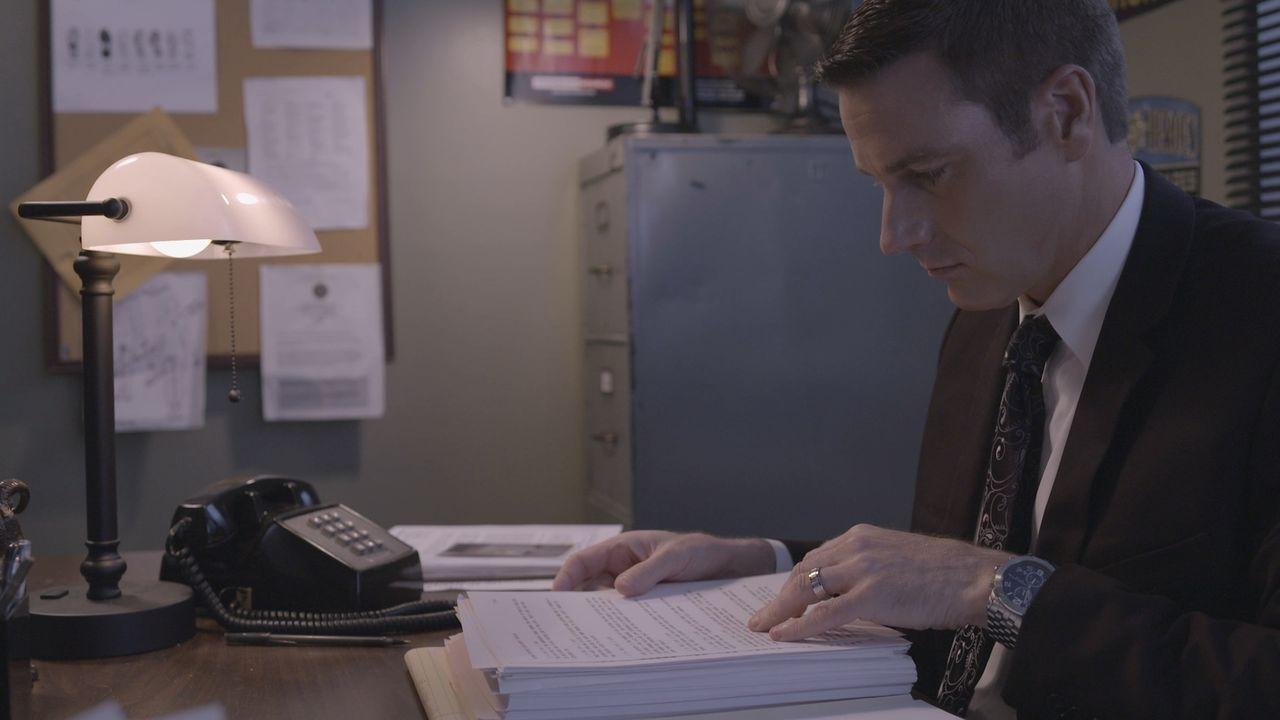 Auf der Jagd nach dem Mörder des 16-jährigen Gary Davis: Lieutenant Joe Kenda (Carl Marino) ... - Bildquelle: Jupiter Entertainment.