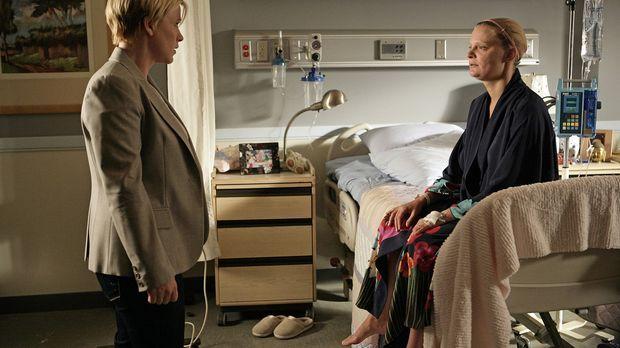 Allison (Patricia Arquette, l.) unterhält sich mit ihrer Freundin Rosemary Wi...