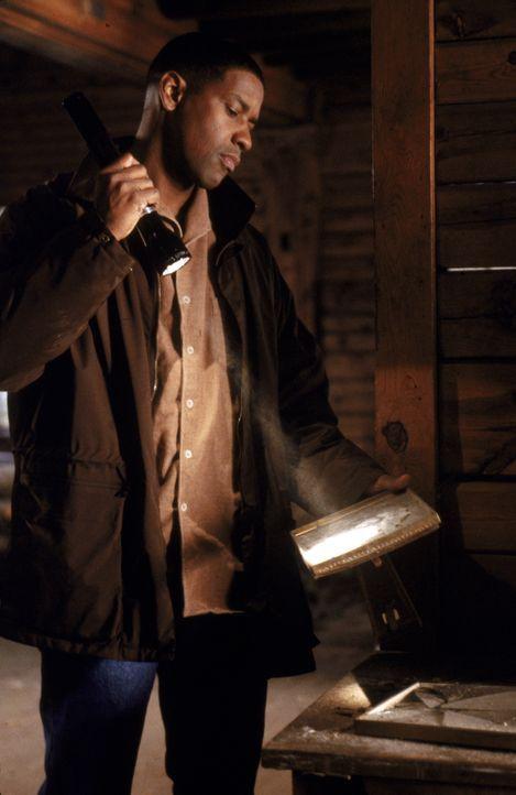 Auf Spurensuche: Detective John Hobbes (Denzel Washington) - Bildquelle: Warner Brothers