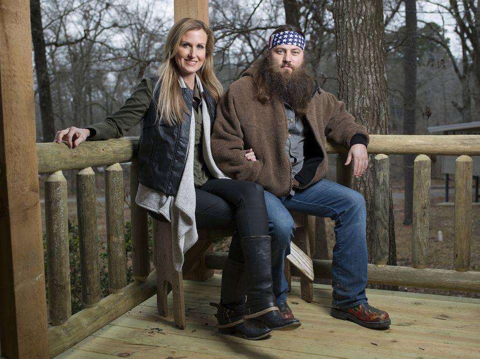 (4. Staffel) - Korie (l.) und Willie (r.) sind seit 20 Jahren verheiratet und managen gemeinsam das Büro von Duck Commander ... - Bildquelle: 2013 A+E Networks