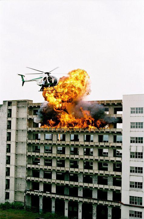 In letzter Sekunde können Ben und Kristina der Katastrophe entkommen ... - Bildquelle: Prosieben