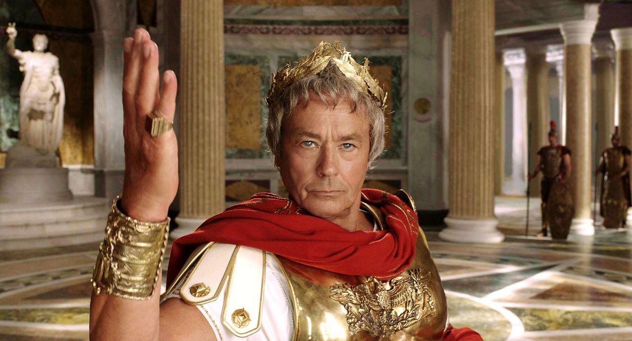 Feldherrn Gaius Iulius Caesar (Alain Delon) will dem Sieger der Olympischen Spiele Prinzessin Irina vermachen. Ein Chance für seinen hinterhältige... - Bildquelle: Constantin Film