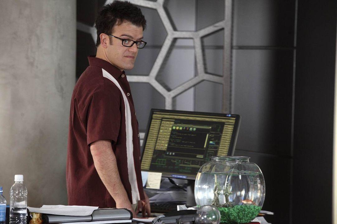 Der Top-Ingenieur Martin Gleason (Kevin Weisman) arbeitet für das High-Tech-Unternehmen Sentronics. Er wird in der Zentrale gefangen gehalten, weil... - Bildquelle: Warner Brothers