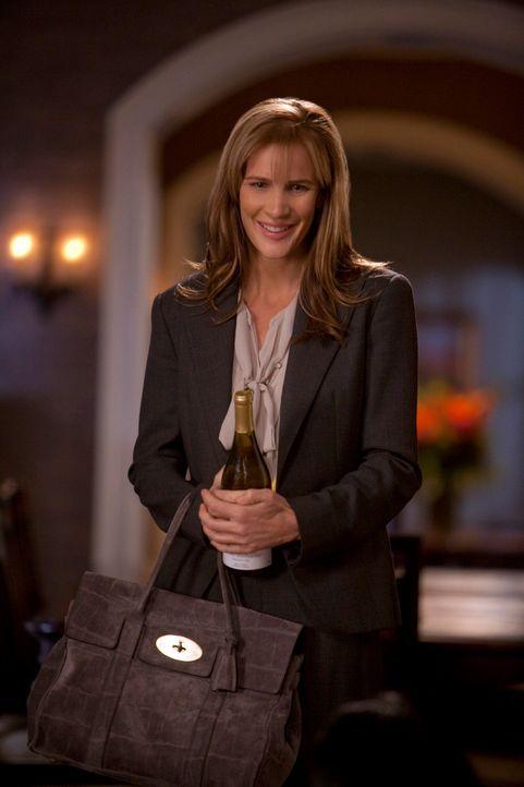 Sarah (Rachel Griffiths) wusste zwar von Lucs schwierigem Verhältnis zu seiner Mutter, doch wie tief ihr Zerwürfnis tatsächlich ist, erkennt sie... - Bildquelle: 2010 American Broadcasting Companies, Inc. All rights reserved.