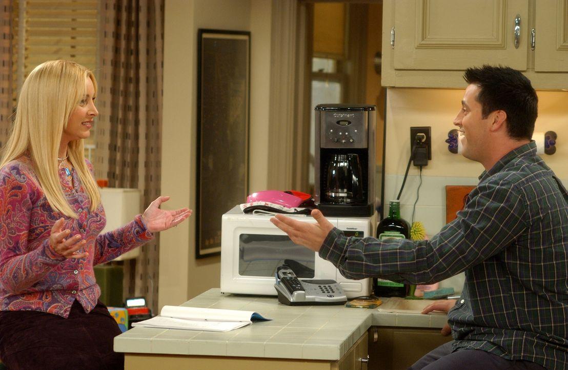 Für einen Vorsprechtermin versucht die engagierte Phoebe (Lisa Kudrow, l.), Joey (Matt LeBlanc, r.) französisch beizubringen ... - Bildquelle: 2003 Warner Brothers International Television