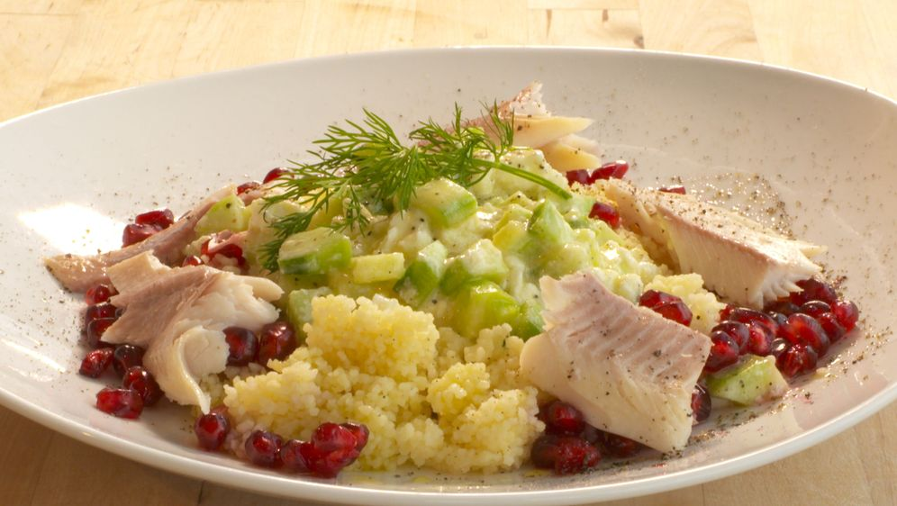 Couscous mit Limetten-Granatapfel-Dressing und Räucherforelle