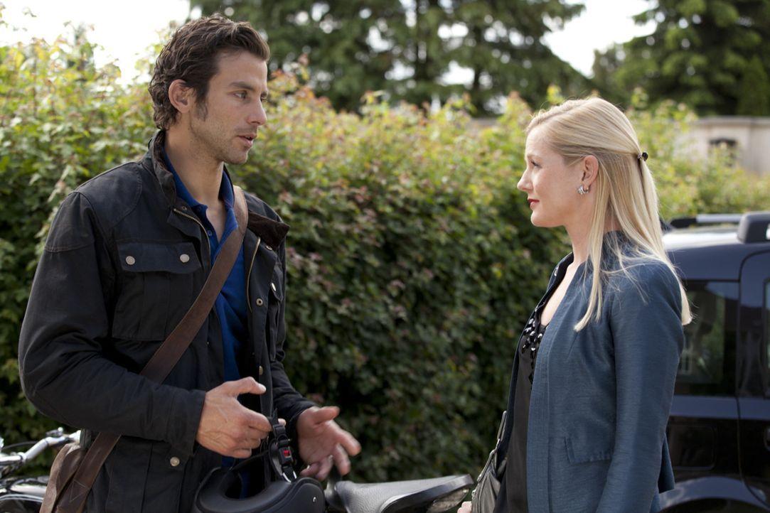 Helena (Kim Sara Brandts, r.) macht Michael (Andreas Jancke, l.) klar, dass er es noch Bereuen wird, sie zurückgewiesen zu haben ... - Bildquelle: SAT.1
