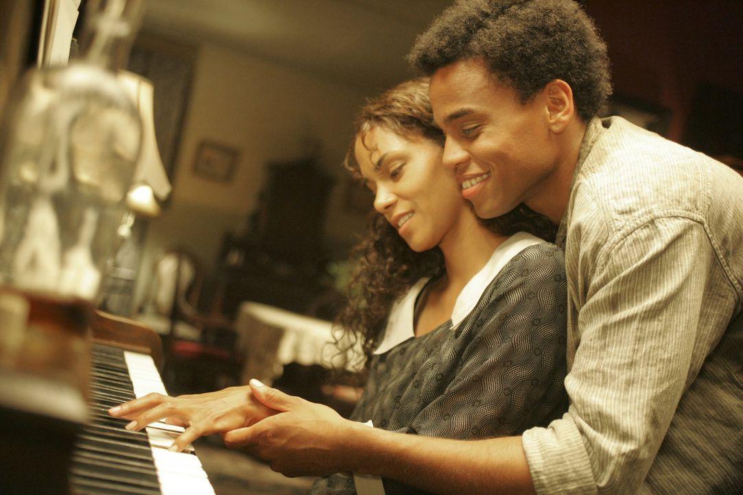 Die Liebe stirbt nie: Janie (Halle Berry, l.) und Tea Cake (Michael Ealy, r.) ... - Bildquelle: Vivian Zink Harpo Films