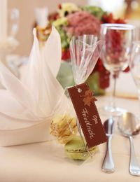 Zwei in einem: Gastgeschenk und Tischkarte. So freut sich jeder Gast gleich d...
