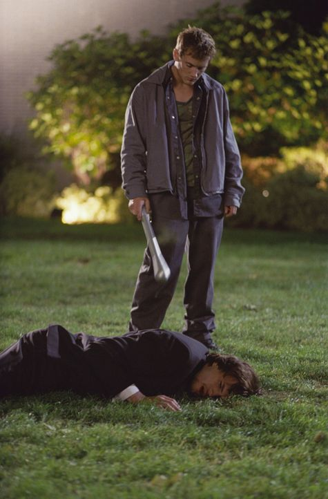 Evan (Ashton Kutcher, unten) erlebt am eigenen Körper, dass eine Veränderung der Vergangenheit nicht immer nur Gutes mit sich bringt. Tommy (William... - Bildquelle: Warner Brothers