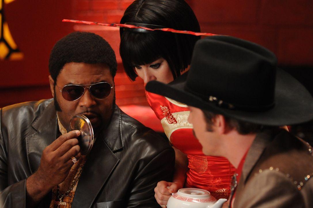Bao, der Chefkoch des Dim Sum-Restaurant, ist ums Leben gekommen. Chuck (Anna Friel, M.), Ned (Lee Pace, r.) und Emerson (Chi McBride, l.) machen si... - Bildquelle: Warner Brothers