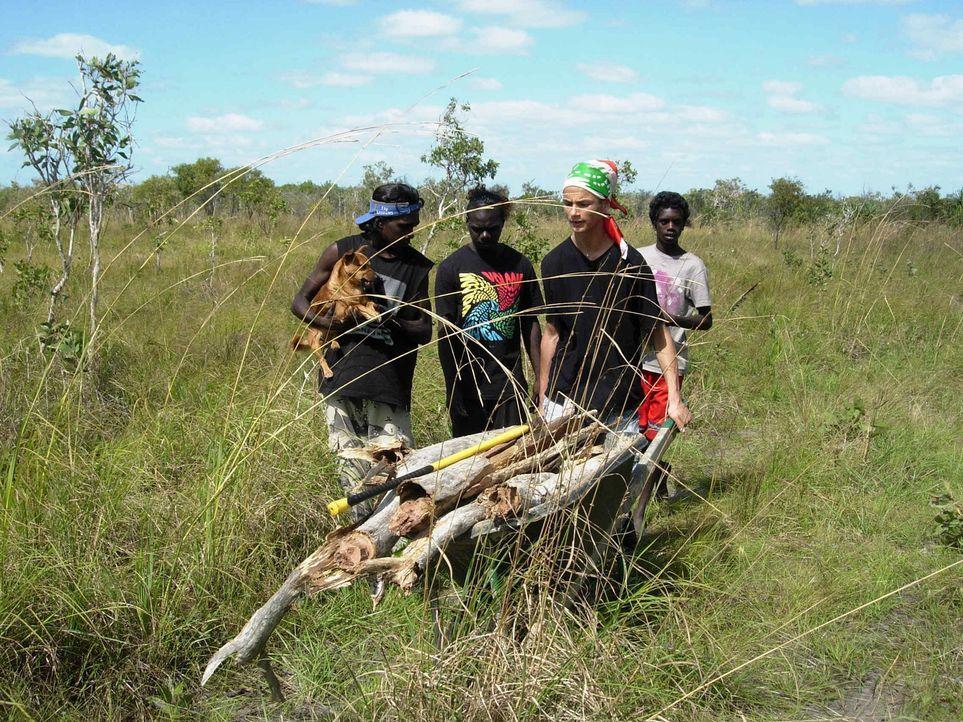 Bekommt in Australien die Chance, sein Leben zu verändern: Samer (2.v.r.) ... - Bildquelle: kabel eins