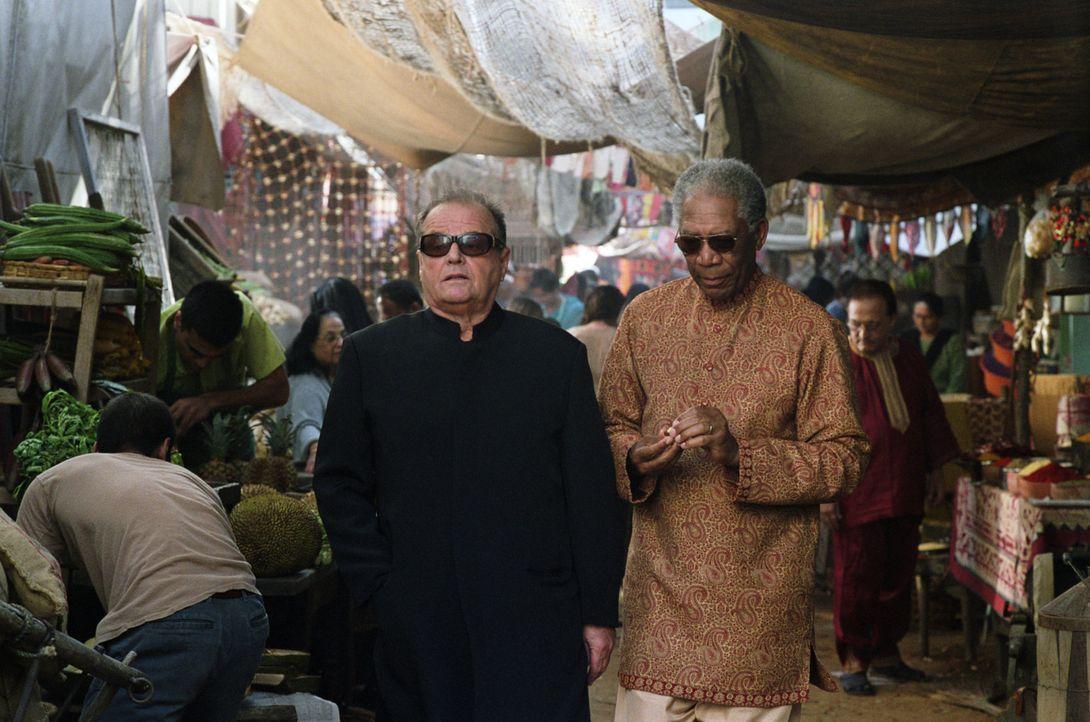 Die nicht mehr ganz so jungen Krebspatienten, Edward (Jack Nicholson, l.) und Carter (Morgan Freeman, r.) wollen vor ihrem Tod das Leben finden und... - Bildquelle: TM and   2007 Warner Bros. Entertainment Inc. All Rights Reserved.