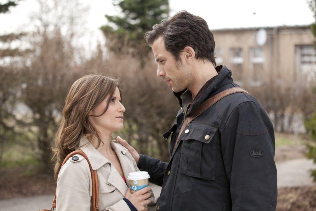 Michael (Andreas Jancke, r.) steht vor einer schwerwiegenden Entscheidung: Wird er Bea (Vanessa Jung, l.) endlich alles beichten? - Bildquelle: SAT.1