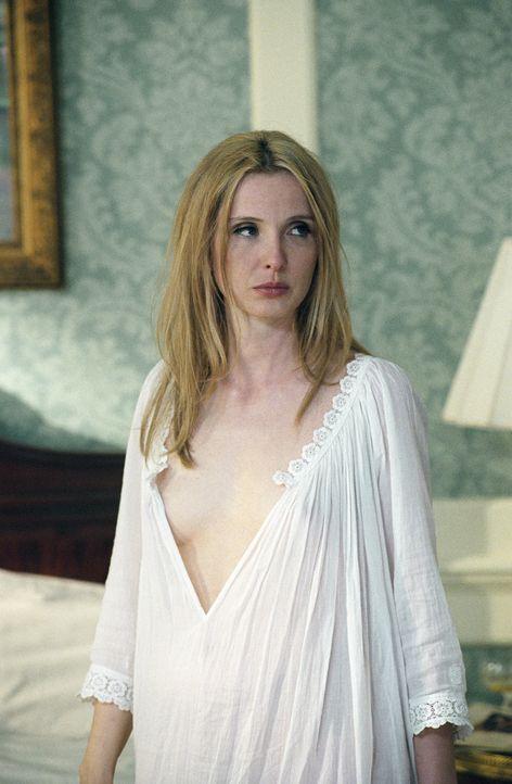 Die attraktive Nina (Julie Delpy) verdreht so manchem Mann den Kopf. Auch der Schriftsteller Clifford Irving kann ihr einfach nicht widerstehen ... - Bildquelle: 2006 Miramax Films.