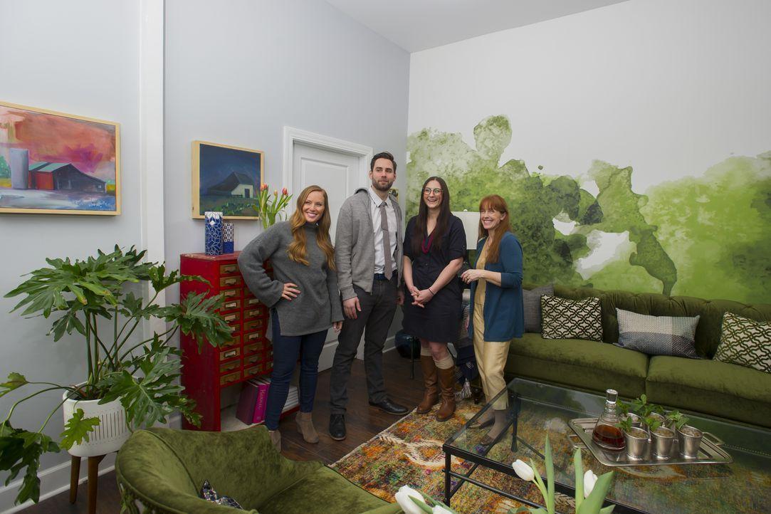 Können Mina (l.) und Karen (r.) ihre potentiellen Käufer mit der grünen, kuscheligen Oase überzeugen? - Bildquelle: Mary Ann Carter 2017,HGTV/Scripps Networks, LLC. All Rights Reserved