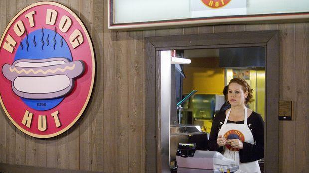 Hat einen Job in einem Hot Dog Laden bekommen: Anne Juergens (Molly Ringwald)...