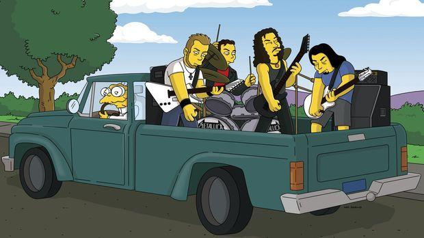 Hans Maulwurf (l.) nimmt die Band Metallica auf seinem Kleinlaster mit ... ©...