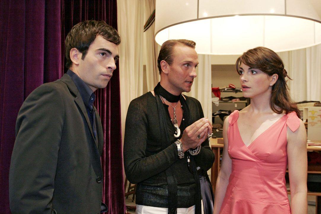 Im ungünstigsten Moment sucht Mariella (Bianca Hein, r.) bei David (Mathis Künzler, l.) Zuwendung. Der hat aber nur ein Ohr für Hugos (Hubertus R... - Bildquelle: Sat.1